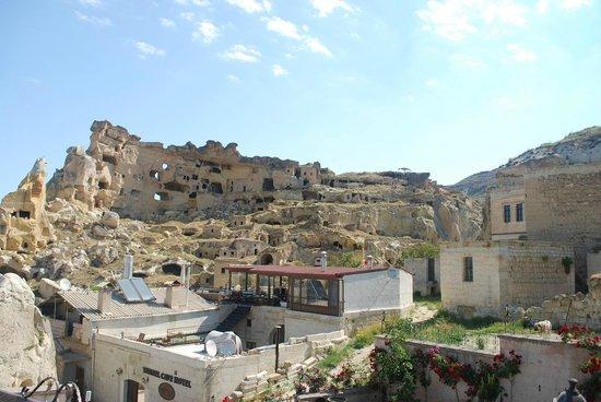 Canela Cave Hotel: Vista de la situacion del hotel en el pueblo
