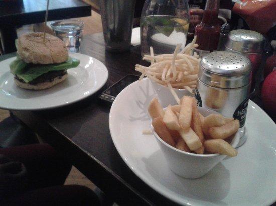 Gourmet Burger Kitchen: Burger & Chips