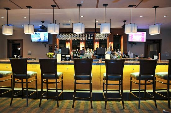 The Oaks Grill & Par Lounge: The Par Lounge Bar