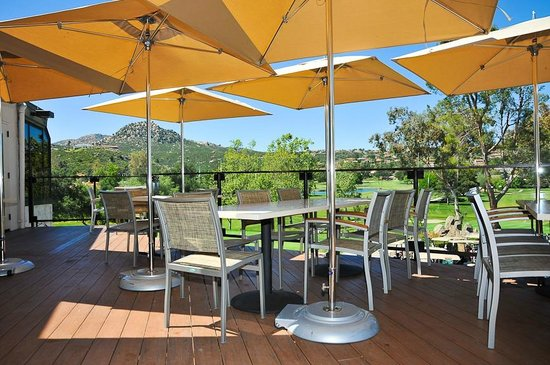 The Oaks Grill & Par Lounge: Par Lounge Deck view of the mountains