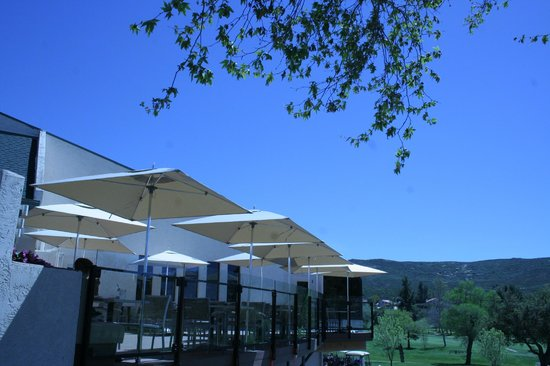 The Oaks Grill & Par Lounge: The blue skies of Ramona from the Par Lounge Deck