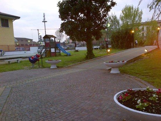 Le Magnolie: Zona attrezzata giochi bimbi