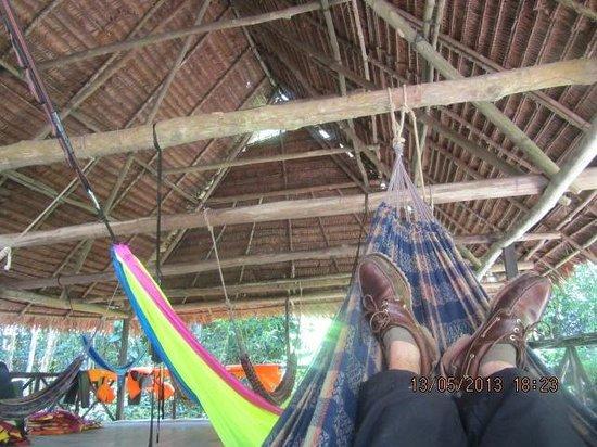 Amazon Explorama Lodges: nach einer Wandertour mal die Flossen hochlegen