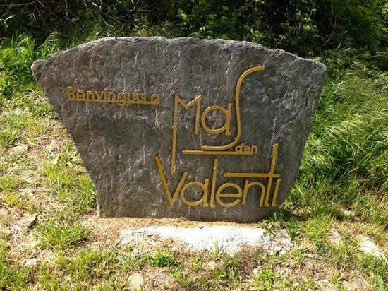 Masia d'en Valenti: Welcome at the entry