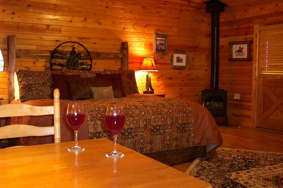 Kickapoo Valley Ranch Guest Cabins: The Big Sky Getaway cabin - premiere luxury with all the amenities for the perfect vacation!