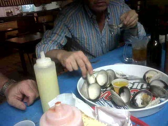 Lee and Rick's Half Shell Oyster Bar : Siempre una mas ..