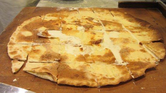 Pizzeria Del Ponte: Le porzioni sono pronte ora si impiatta ...