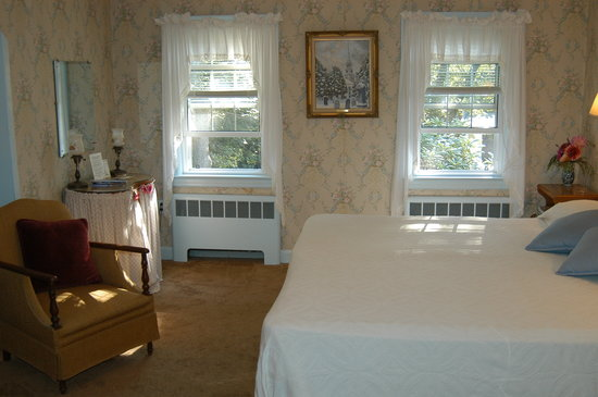 Clapp's Guest House: Cozy Cape Cod Bedroom