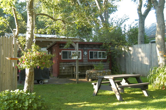 Clapp's Guest House: Summer Kitchen and Picnic Area