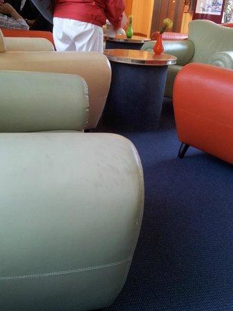 Maritim Hotel Kaiserhof Heringsdorf: Sitzmöbel in der Hotelhalle
