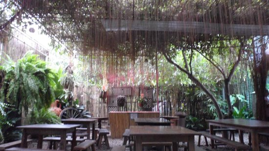 Vigan, Filippine: Hidden Garden Restaurant