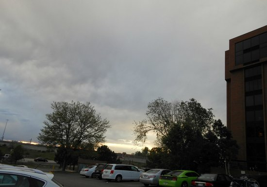 Red Lion Hotel Denver Southeast: another pic from the parking lot of the clouds