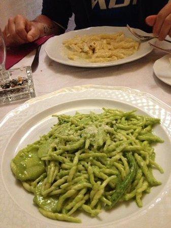 Cacio E Pepe : trofie al pesto & pasta al formaggio