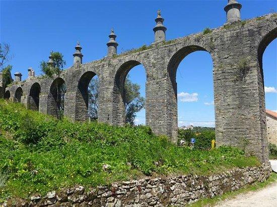 Pegoes Aqueduct: by the Convento de Cristo