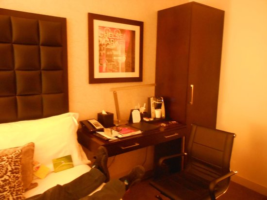 Distrikt Hotel: room