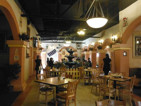 El Patio : MAIN DINING AREA: CAN ACCOMMODATE LARGE PARTIES