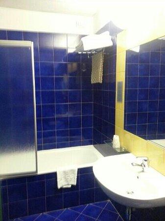 Best Western Hotel Mediterraneo: bagno. qui si vede la vasca