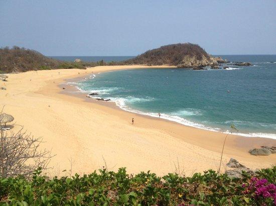 Secrets Huatulco Resort & Spa: beach