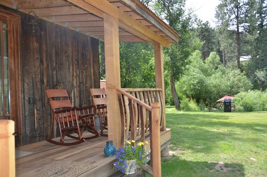 The Cabins At Country Road: The Bootlegger Barn