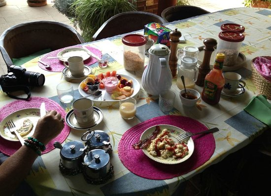 Villa Eucaliptos B & B: Healthy and Fresh breakfast