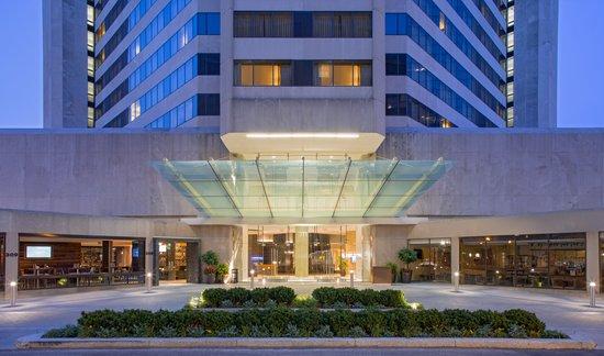 Hyatt Regency Louisville: Hotel Exterior