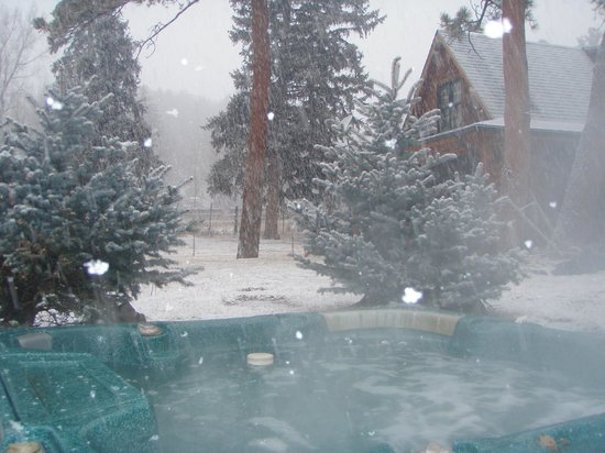 The Cabins at Country Road: Creekside Hot Tub