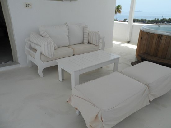 La Residence Mykonos Hotel Suites: honeymoon suite verhanda