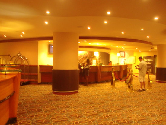Hilton Trinidad and Conference Centre: Lobby Area on entering