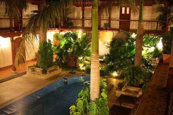 Hotel Plaza Colon: Courtyard