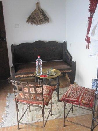 Riad Attarine: repos dans sa chambre : sobre et de bon goût
