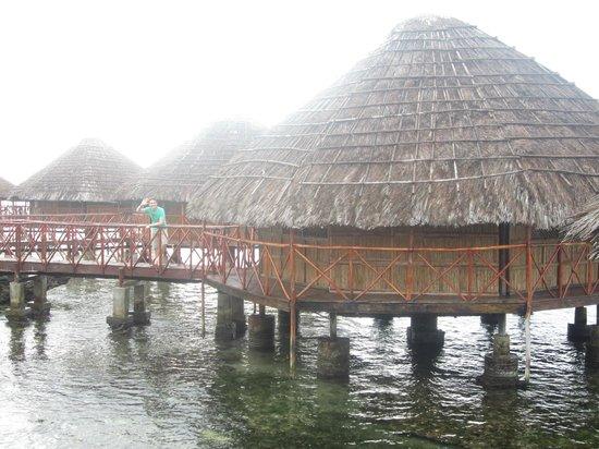 Yandup Island Lodge: Over the ocean rooms