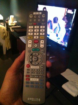 Urban Boutique Hotel: Remote control ควบคุมได้ทุกอย่างทั้ง TV-Light-aircondition
