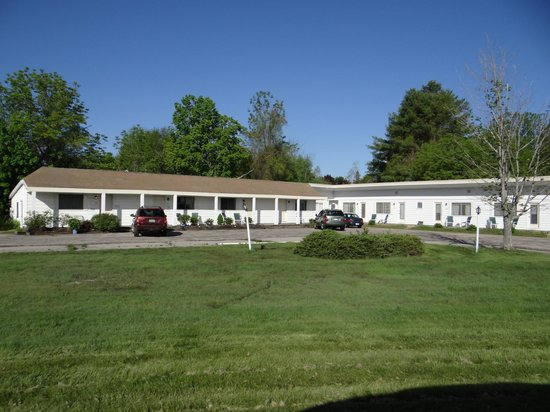 The Lake Motel: Building across the parking lot