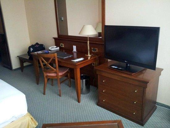 โรงแรมฮิลตันสตาร์บูร์ก: Schreibtisch