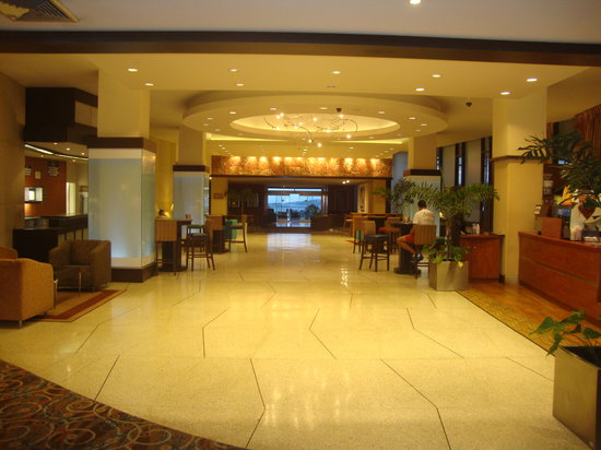 Hilton Trinidad and Conference Centre: Lobby area