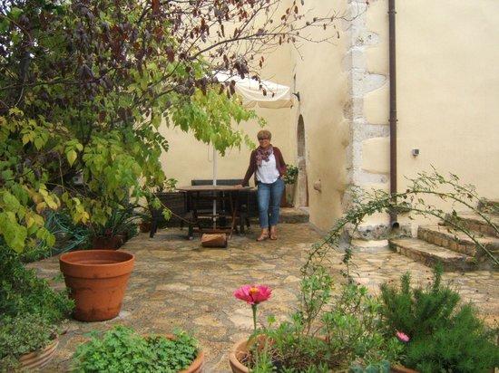 Abelos Villa: Petite terrasse