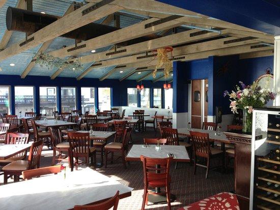 Fish Bonez: Main dining room.