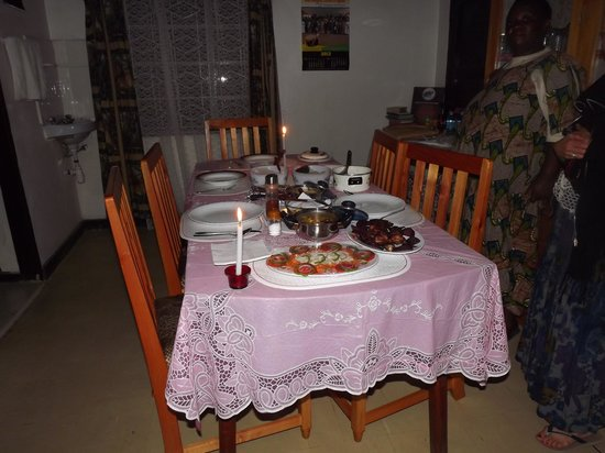 Bahumura Home: Our wonderful Easter dinner!