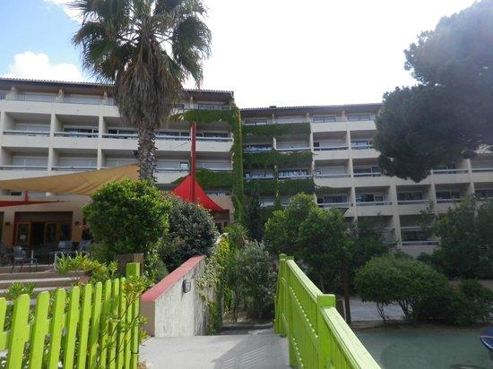 Village Vacances La Balagne: Le village club vue de l'arrière, sur la terrasse