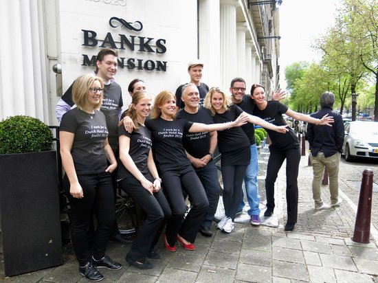 Banks Mansion: Staff wearing T-shirts in support of contest for #1 hotel in Amsterdam