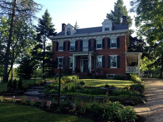 The Lightner Farmhouse: Beautiful historic home!
