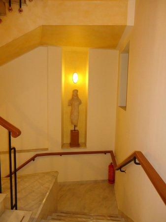 Hapimag Resort: Statue inside the hotel