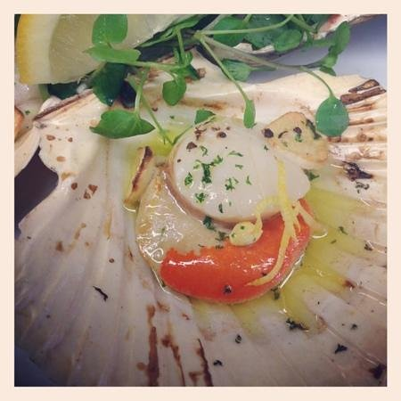 L'Experience: manx scallop garlic and lemon