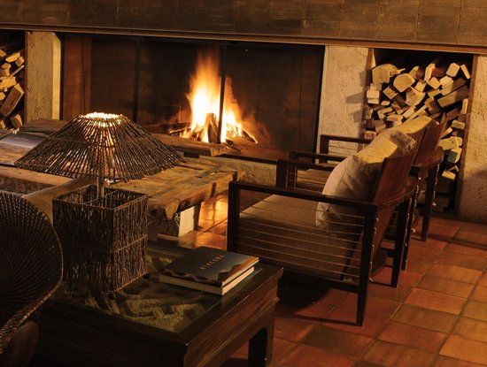 Alto Atacama Desert Lodge & Spa: Fireplace