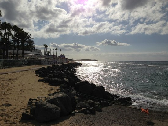 Seaside Grand Hotel Residencia : View from Promenade in Maspalomas