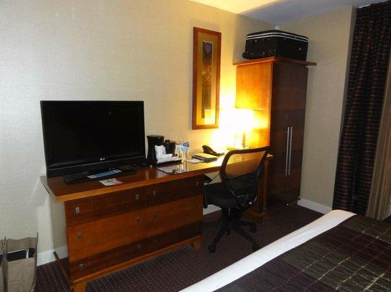 Fairfield Inn & Suites New York Manhattan/Times Square : EXCELENTE QUARTO COM TV LCD E ESCRIVANINHA