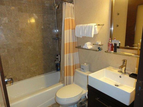 Fairfield Inn & Suites New York Manhattan/Times Square : BANHEIRO