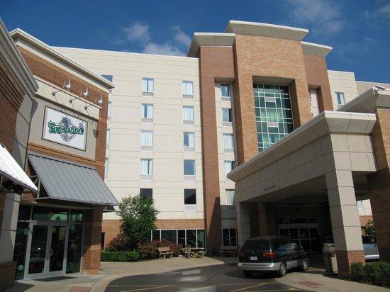 Hampton Inn & Suites St. Louis at Forest Park: Outside hotel