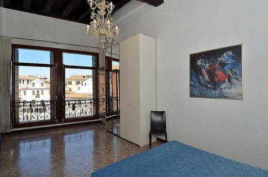Ca' Sant'Angelo: Vista camera da letto appartamento n 3