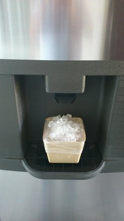 Knights Inn Highland Near San Manuel Casino: FREE ICE FOR GUEST